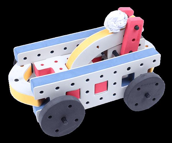 byggekonstruktioner kan også bruges til mekanik. Denne her figur skyder papirkugler afsted